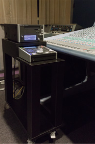 CD player は TASCAM CD-9010、専用台を準備した